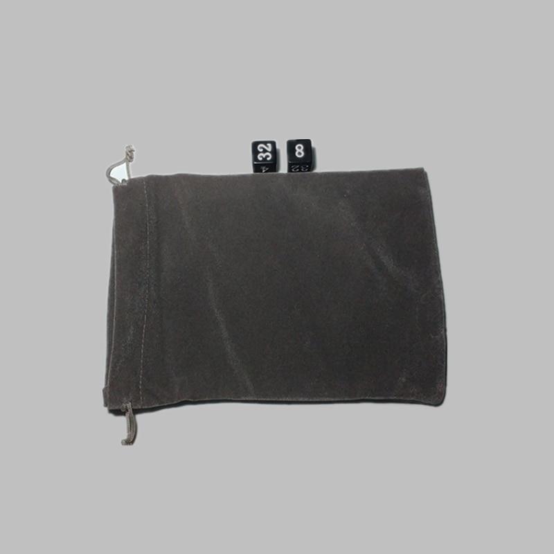 Ilmainen toimitus Uusi huippuluokan 5PCS-samettipussi, koon 15cm * 10cm harmaa väri Säilytyspussi noppa- ja pelitarvikkeille