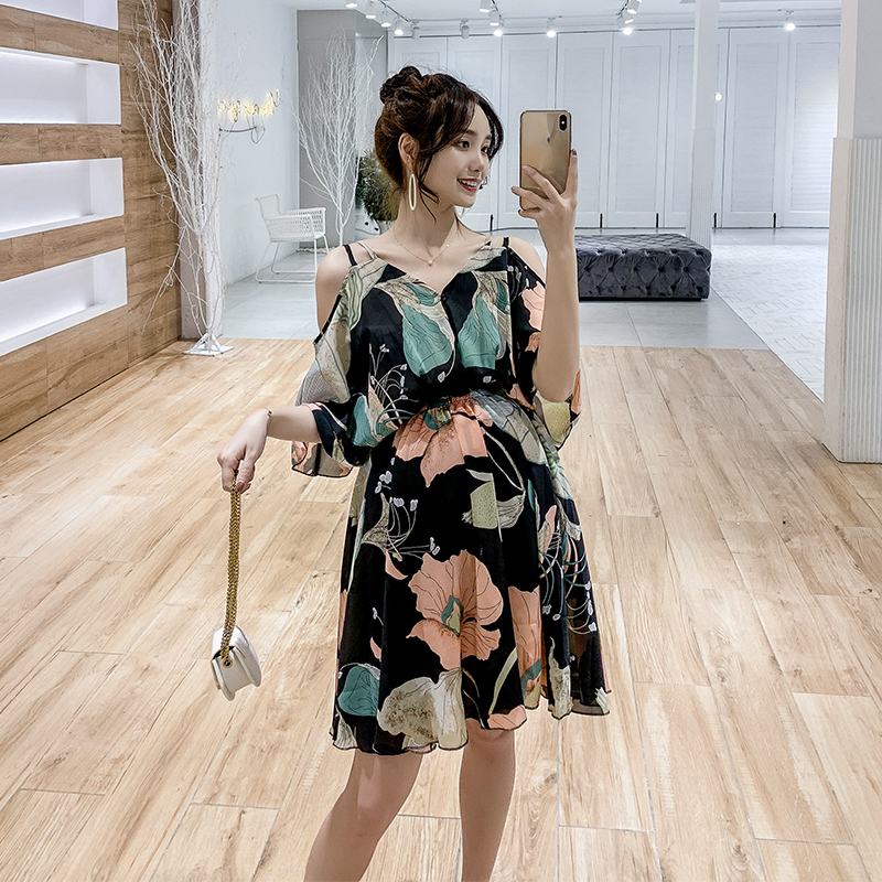 Maternity dress summer new 2019 Korean version of the flying sleeves strapless straps flowers chiffon tide mother dressMaternity dress summer new 2019 Korean version of the flying sleeves strapless straps flowers chiffon tide mother dress