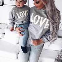 Frühling Herbst Baby Jungen Mädchen Baumwolle Brief Drucken Langarm Mom Familie Passenden Sweatshirt Oberbekleidung Kleidung Heißer Verkauf
