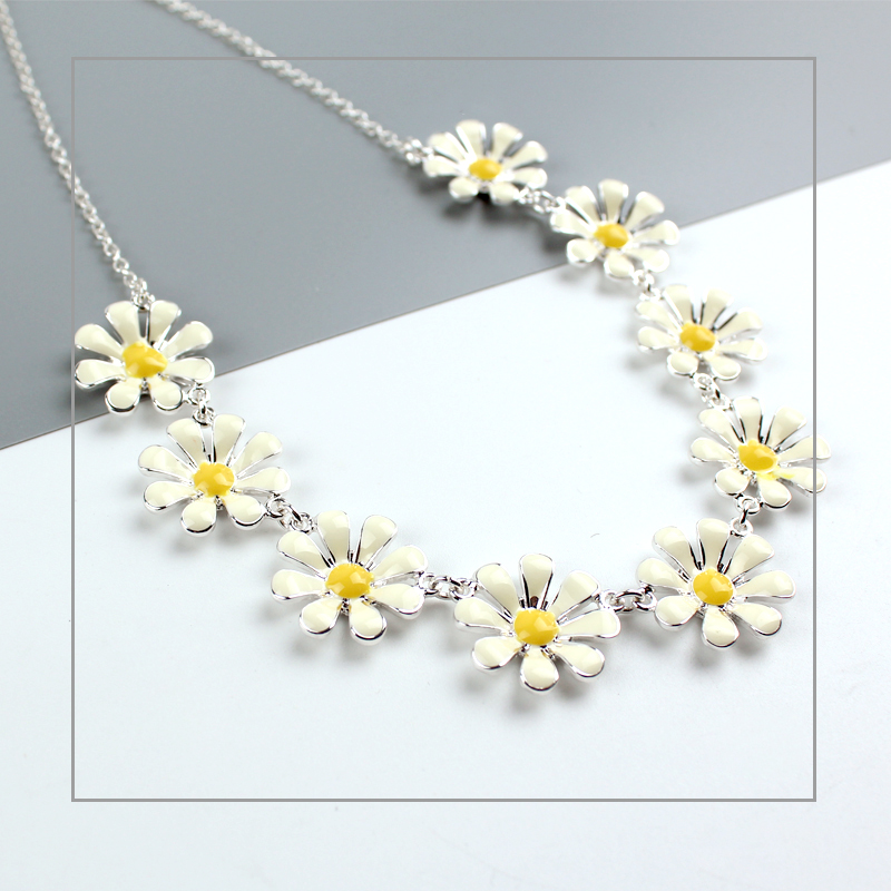 Summer Girl Multi Silver Disy Flower Necklace Short Chain Collars Enamel Flowers Necklace for Women Chic Party Gift Jewelry in Choker Necklaces from Jewelry Accessories
