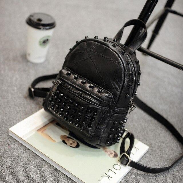 Mochila feminina pequena couro legítimo, bolsa escolar casual viagem preta
