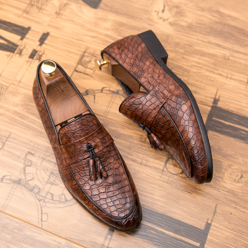 Summer Outdoor light soft Leather Men Shoes Loafers Slip On Comfortable Moccasins Flats Casual Boat Driving shoes size 38-47