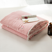embroidered Water Washed Cotton Quilted Blanket Yarn Dyed Muslin bedding Throw Cozzy Breathable Reversible Bed Quilt