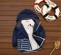 Nueva primavera de buena calidad patrón de rayas de Los Niños del muchacho de la rebeca ropa de abrigo niños chaqueta de cremallera prendas de vestir exteriores del bebé del algodón