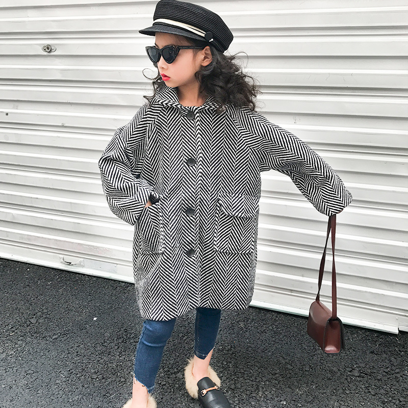 High quality baby girl wearing woolen coat 2018 autumn and winter fashion new big children's children's striped lapel long coat plus contrast striped coat