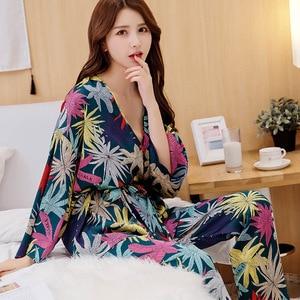 Image 3 - Wiosenne damskie zestawy jedwabnych piżam ze spodniami satynowy kwiat wydruku piżama kobiece seksowne Spaghetti pasek Pijama 3 sztuki odzież domowa