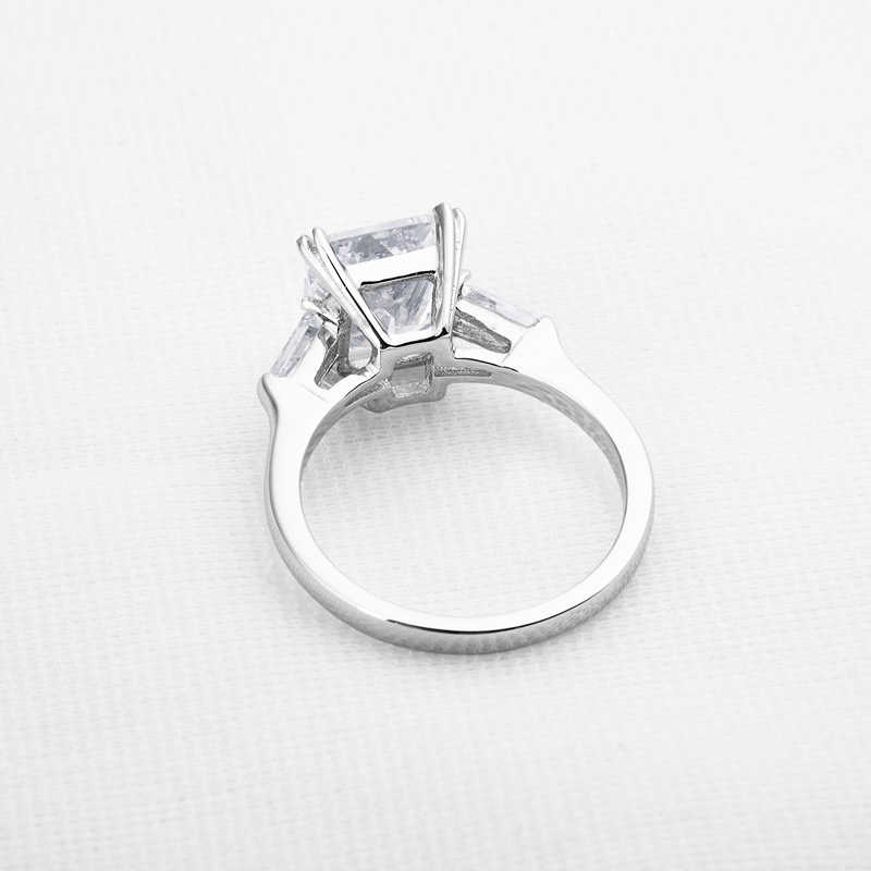 QYI 3 ct Emerald Cut 925 แหวนเงินสเตอร์ลิงแฟชั่นผู้หญิงเครื่องประดับหมั้น Zircon หญิงแหวนดอกไม้ของขวัญ
