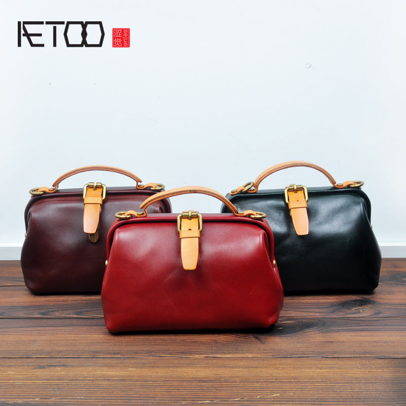 AETOO New Korean version of the retro lock the doctor wrapped tanned leather first layer of leather leather handbag portable sma the other side of the road new extended version cd
