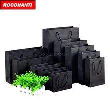 50 قطعة 250 جرام أسود كرتون ورقة حقيبة مع سلسلة للملابس التسوق شعار مخصص مطبوعة قبول F2122