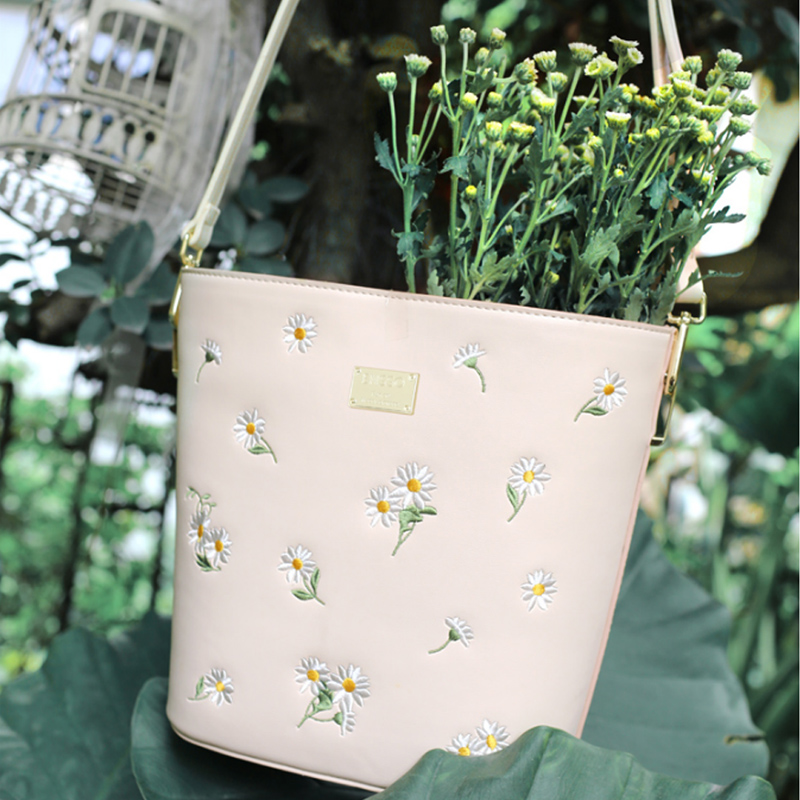 ENSSO New Arrival Lolita Style Embroidery Floral Flower Pink Daisy Fresh Book Barrel-Shaped Bucket Female Crossbody Handbag Bags embroidery basis book 500 kinds of three dimensional embroidery patterns