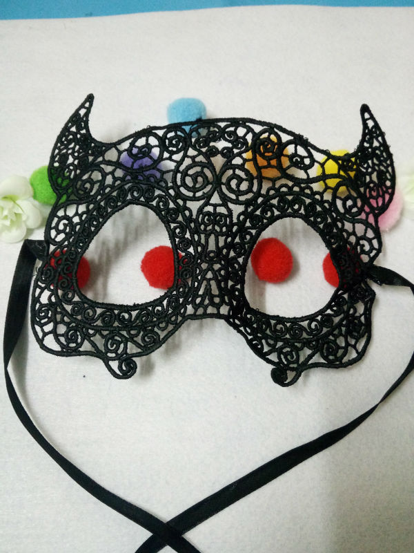 A pretty sexy lady lace mask for a variety of festive black party Halloween 25