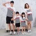 Verano 2017 de la familia de Corea cuatro vestidos de rayas de manga corta camisetas vestido de madre e hija familia marea mirada