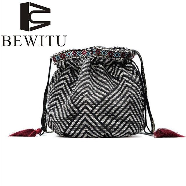 b383c7126bd2 Парусиновая сумка 2017 дамы бахромой сумка ретро узор Новая летняя сумка-мешок  универсальные тканевые корейской