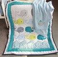 8 unidades baby bedding set 3d bordado dolphin cuna bedding set 100% algodón incluyen Edredón Bumper cama Falda muchachas de los muchachos azul