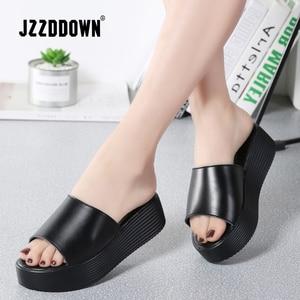Image 2 - Jzzdown sandálias femininas de verão, chinelos femininos de couro com dedo aberto e sola grossa, para áreas externas, nas cores preta e branca