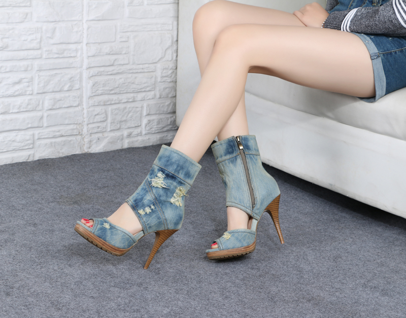 2017 designer shoes fashionable denim cool boots hollow high heel sandals in Europe and the waterproof shoes roman hollow out the photo shoes fashionable nightclub cos props phantom of the opera queen show low shoes canister boots