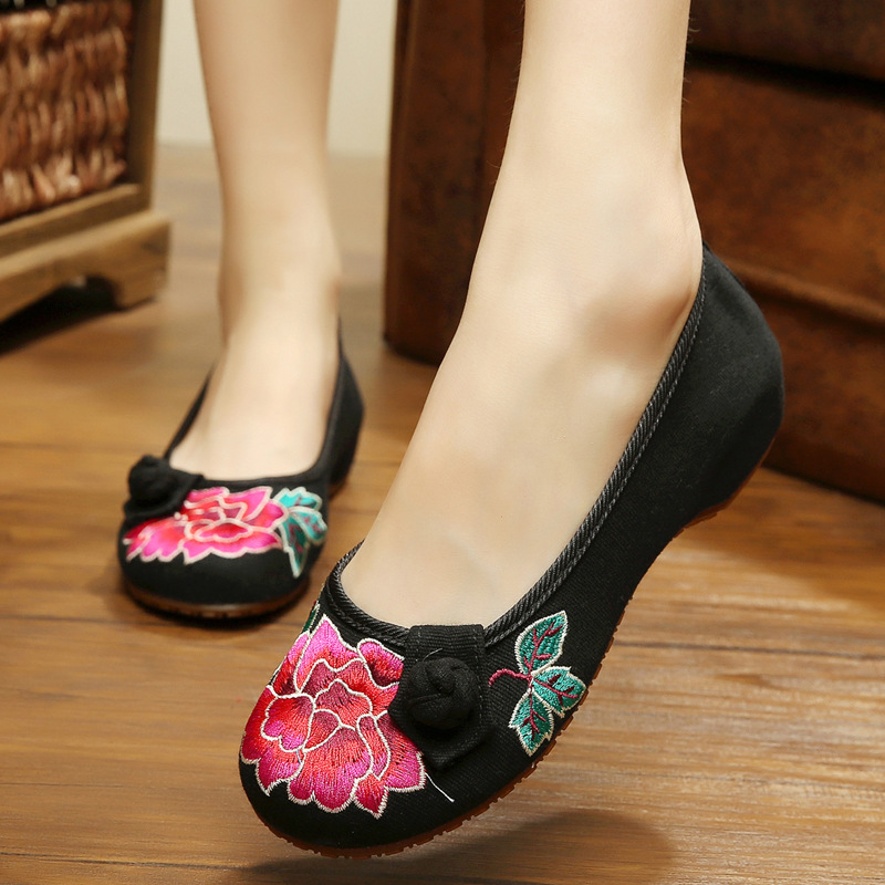 Black red Chinese Vintage Embroidered Slippers Canvas Shoes Summer Casual Travel National Cloth Women's Elegant Flats Sandals wegogo canvas women casual shoes embroidery national casual flat shoe embroidered travel shoes flats sapato feminino bordado