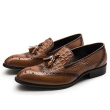 Crocodile Grain brun/noir mocassins formelle chaussures hommes casual chaussures en cuir véritable robe chaussures hommes chaussures de mariage avec le gland