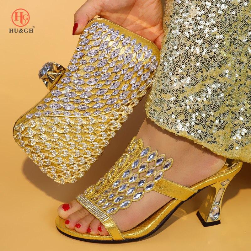 Nieuwe Gouden Italiaanse Dames Schoen en Tas Set Versierd met Strass Nigeriaanse Vrouwen Bruiloft Schoenen en Tas Set Afrikaanse Party schoen-in Damespumps van Schoenen op  Groep 1