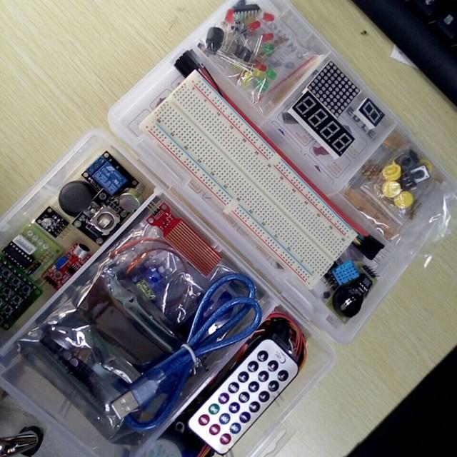 Caixa de varejo Suíte Aprendizagem Kit para Arduino Uno R3 Starter Kit Versão Atualizada Com O Uno Originais