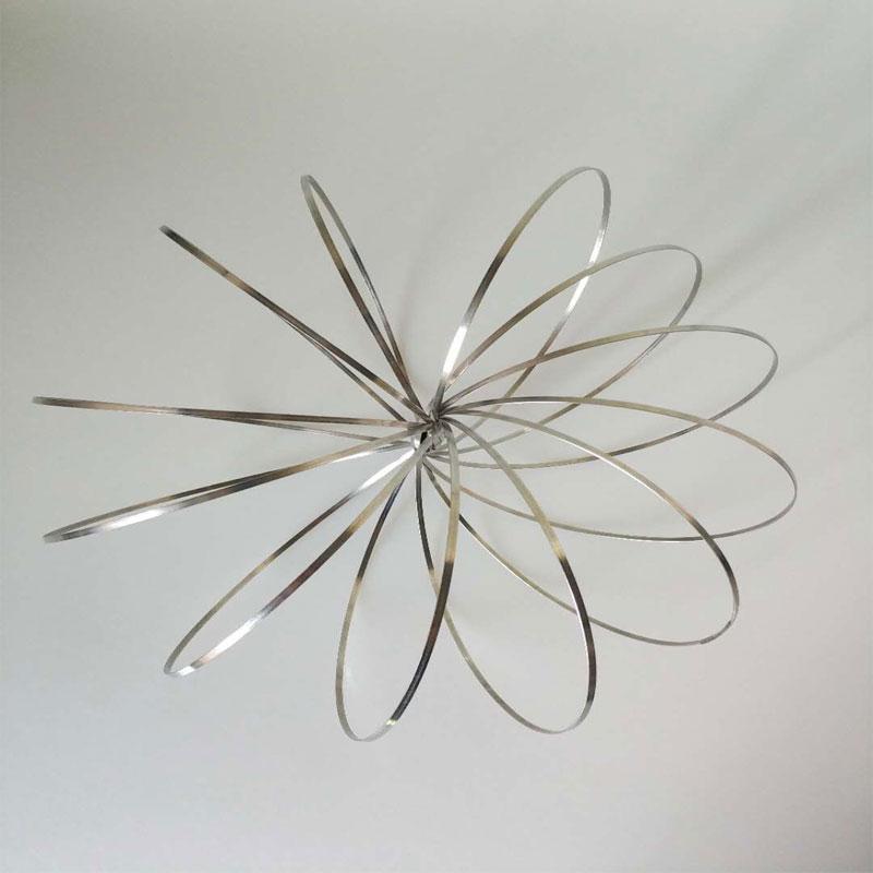 Zhenwei 100 pcs/ensemble Fluide Bracelet Qui Coule Anneau Props Jouets Staineless Antistress MagicTrick Cinétique Sculpture Printemps Jouet