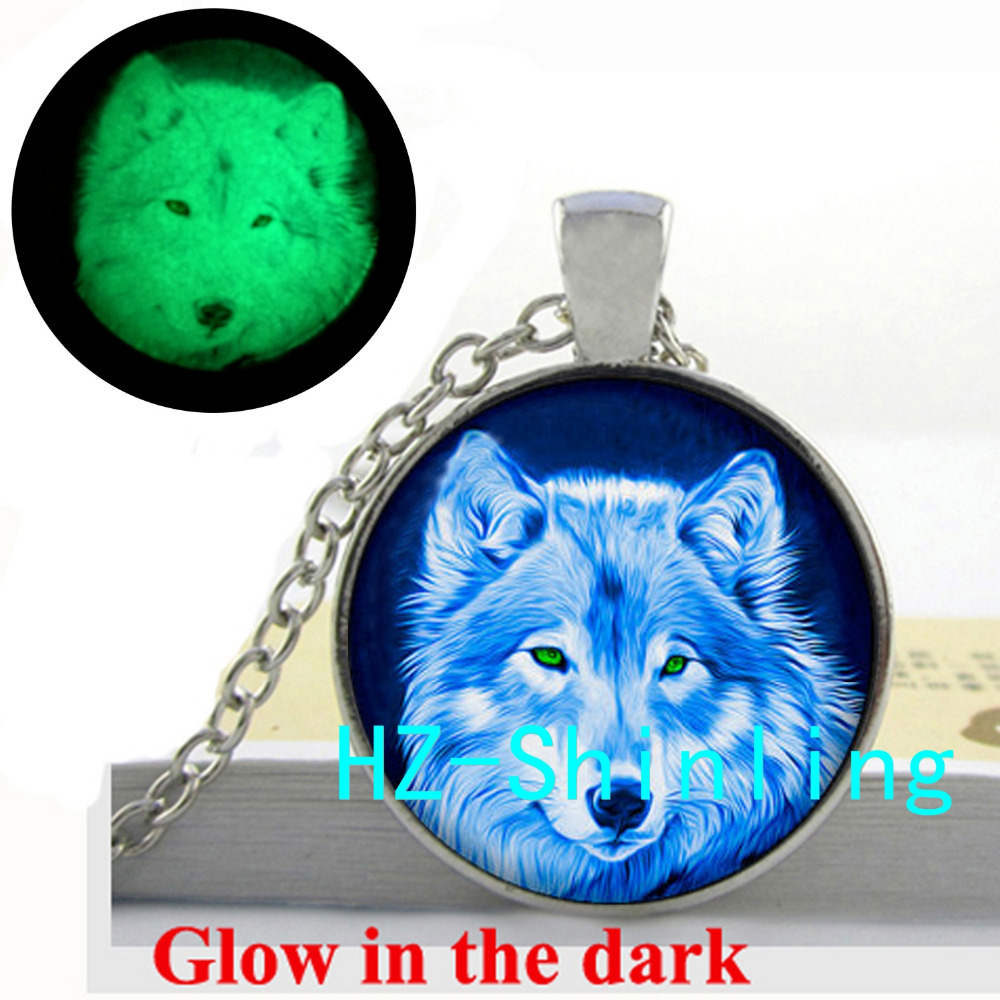 GL-00406 Glow in The Dark Blue Wolf Necklace Blue Wolf Pendant Loyalty Jewelry Glowing Necklace Glass Cabochon Dome Pendant