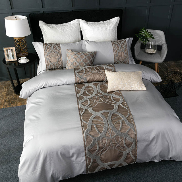 Large Size Patterned Retro Bedding Set