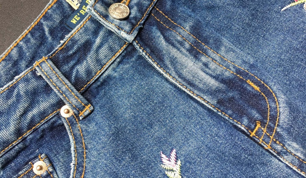 2017 Europe and the United States women's three-dimensional 3D heavy craft bird flowers before and after embroidery high waist Slim straight jeans large code system 46 yards (18)