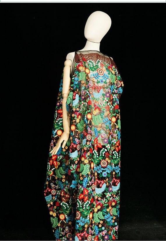 Tissu coloré de dentelle de singe bleu de 5 yards avec le floral brodé lourd, tissu mélangé de dentelle de maille noire de broderie de luxe de couleurs