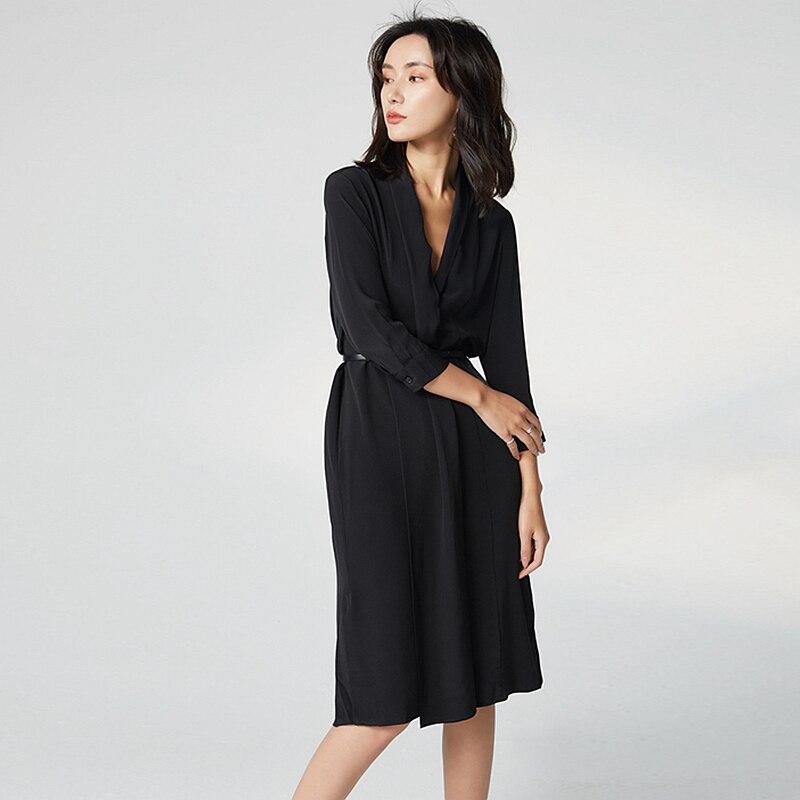 100% Soie Robe Femmes Style Élégant Col En V Manches Trois Quart Couvert Bouton Ceintures Solide Grade Tissu Automne Nouvelle Mode 2018