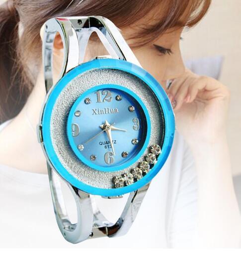 10c862bd38999 الأزرق الداكن عالية الجودة التناظرية عرض Quatrz ساعة معصم السيدات الفاخرة  الإسورة الساعات للحزب عارضة ديكور صديق هدية