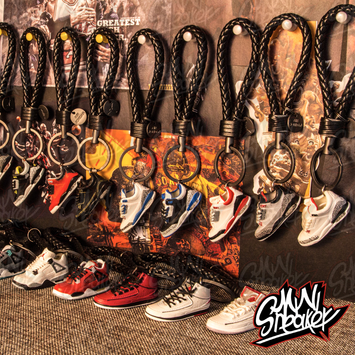Sneakers Jordan Two Or Four Generations AIR 2 3 4 Stereo Sneakers Model Keychain Bag Pendant Lover Gift Car Key Chain