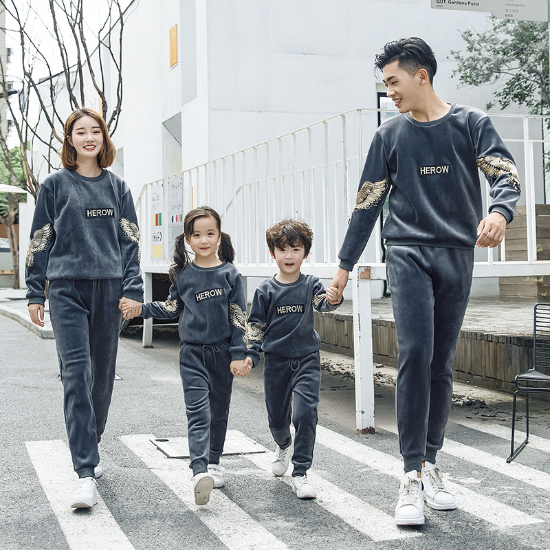 Autumn Winter Family Matching Outfits Dad Mom Kids Gold velvet Sport Suit Children Sweater+Trousers Running Sets Family Clothes