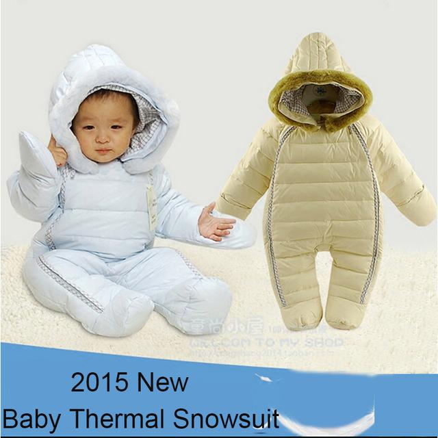 Recién nacido traje para la nieve con capucha cuello de piel sintética engrosamiento outwear monos Nuevo bebé del invierno del bebé de una sola pieza de desgaste de la nieve cubre pies