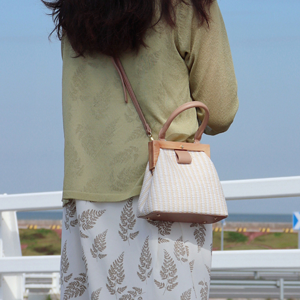 Oswego Straw Bag 2019 New Fashion Wooden Clip Women Shoulder Bag Summer Travel Beach Bag Luxury Handbags Women Bags Designer 13