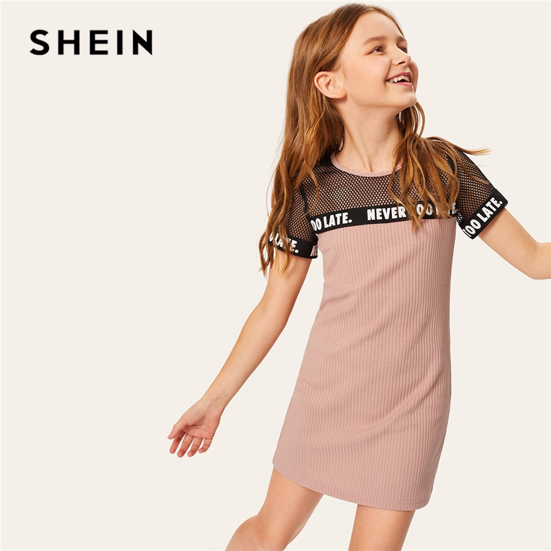 купить SHEIN Kiddie Fishnet Yoke Letter Tape Ribbed Knit Tunic Dress Kids 2019 Summer Short Sleeve Keyhole Back Straight Mini Dresses по цене 1099 рублей