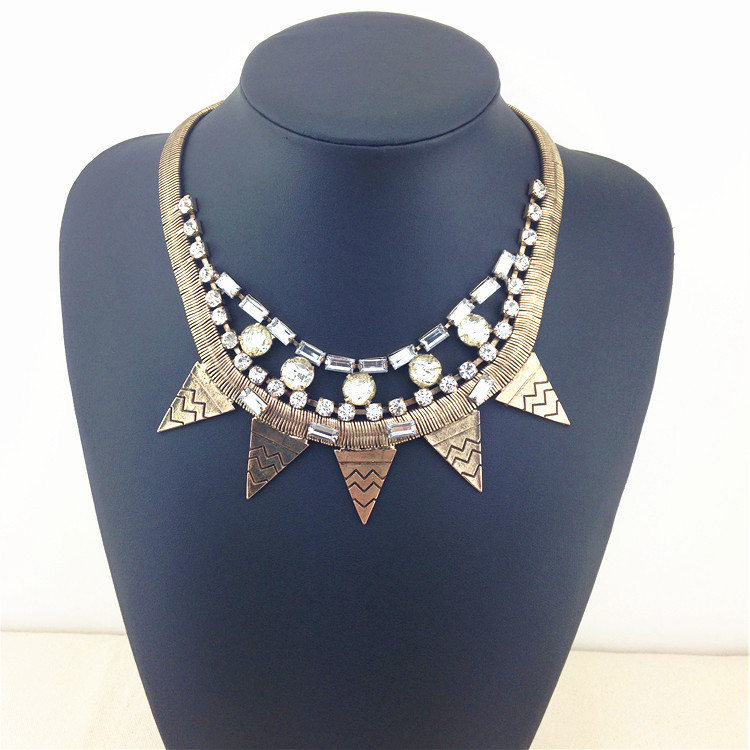 A Brand Vintage Triangle Choker Necklace & Pendants Noble Shining Glam Crystal Statement Necklace New Brand Fashion Necklace