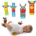 Bebé sonajero juguetes jardín Bug muñeca sonajero y pie calcetines Animal lindo dibujos animados bebé calcetines sonajero juguetes 9% de descuento