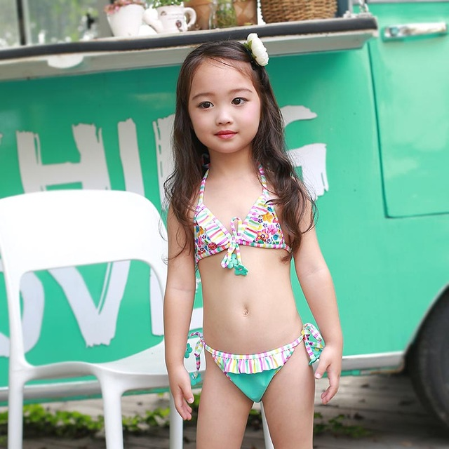 1f59855bd16 2018 new small children swimming suit cute personality blue flowers lace bikini  girls swimsuit 2-piece swimwear