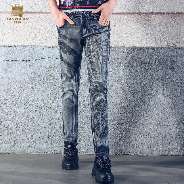 Fanzhuan Бесплатная доставка; Новинка 2018 года; модные повседневные мужские Для мужчин человек летом 100% Хлопковые джинсы хип-хоп вышивка Штаны брюки 828035
