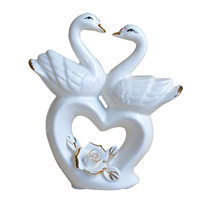 Creative Love Swan Heart shaped Ceramic Swan Miniature Ornaments Wedding Gifts Europe Swan Figurines Home Decor Desktop Crafts