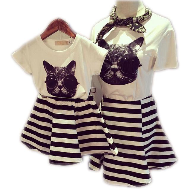 2017 Ropa de La Familia Establece Madre E Hija Conjunto A Juego de Algodón Camisetas de Rayas de Moda de Manga Corta Vestidos de Madre E Hija