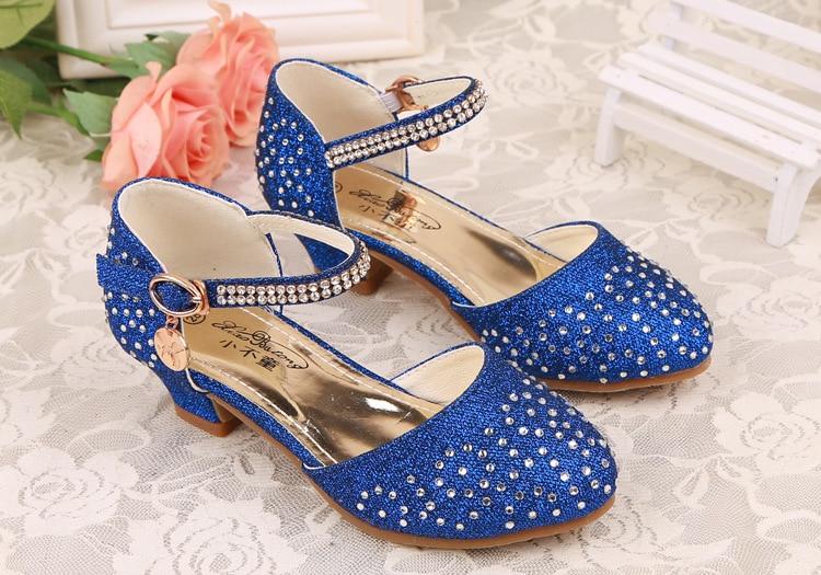c47e1bfea8056 Nouveau Enfants Enfants Cristal Filles de Princesse En Cuir Chaussures  Casual chaussures Sandales avec Diamants Filles Haute Talons spectacle de  Danse ...