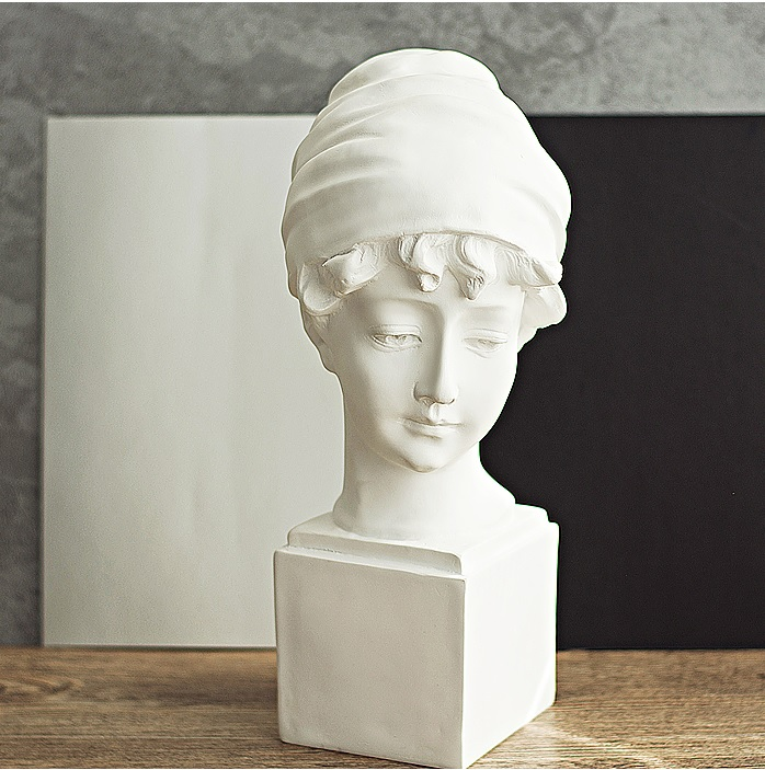 33cm Height Resin Sculpture Of Unnamed British Maiden