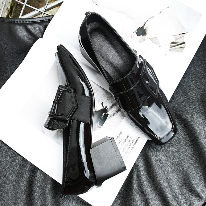 2018 new square head with the first layer of leather with a single shoes thick with high-heeled shoes women. 2018 spring and winter new first layer of large size high heeled cowhide leather shoes bow with patent leather shoes female