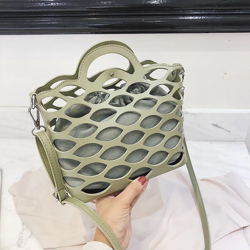 New Summer Hollow Hand Shoulder bag Korean Wild Messenger bag Girl Bucket bag Luxury Handbags Women bags Bolsos Mujer Crossbody