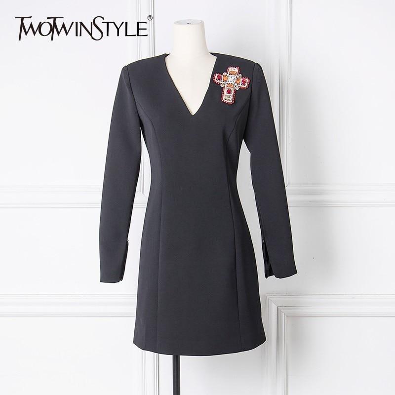 TWOTWINSTYLE Broderie Diamant Mini Robe Femmes V Cou À Manches Longues Noir Robe De Partie Femelle 2018 Automne Mode Élégante Vêtements