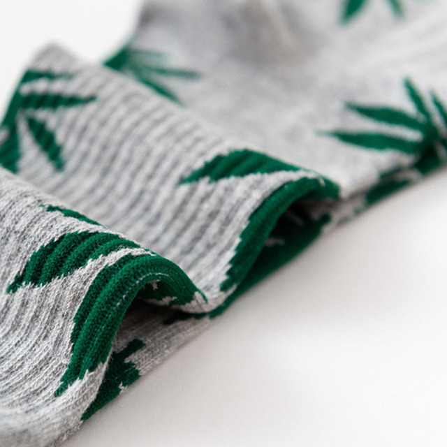 New 2018 Fall Winter Men's Fashion Maple leaf Socks Weed Socks 100% Cotton Crazy Tube Socks Novelty Cool Socks Gifts For Men