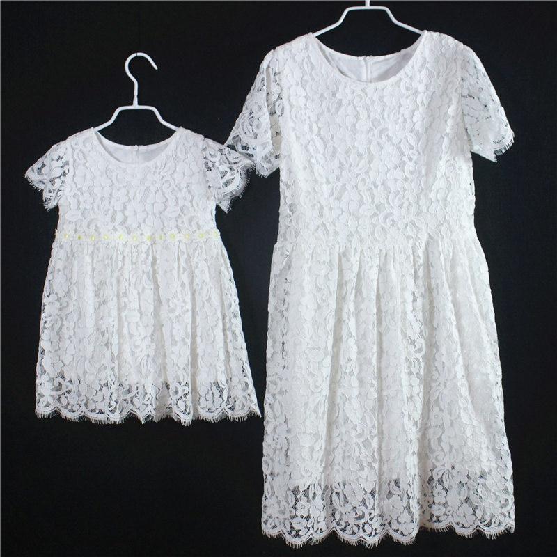Jupes de paternité à manches courtes blanches pour enfants et filles, look familial, robe en dentelle pour maman et fille, robes d'anniversaire pour enfants