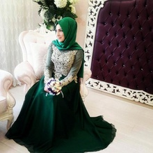 Dubai Arabia Green Muslim Hijab Evening Dresses Beaded Long Sleeves Prom Dresses Lace Appliques A Line